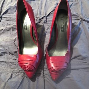 Preowned Moda Red leather Pumps!